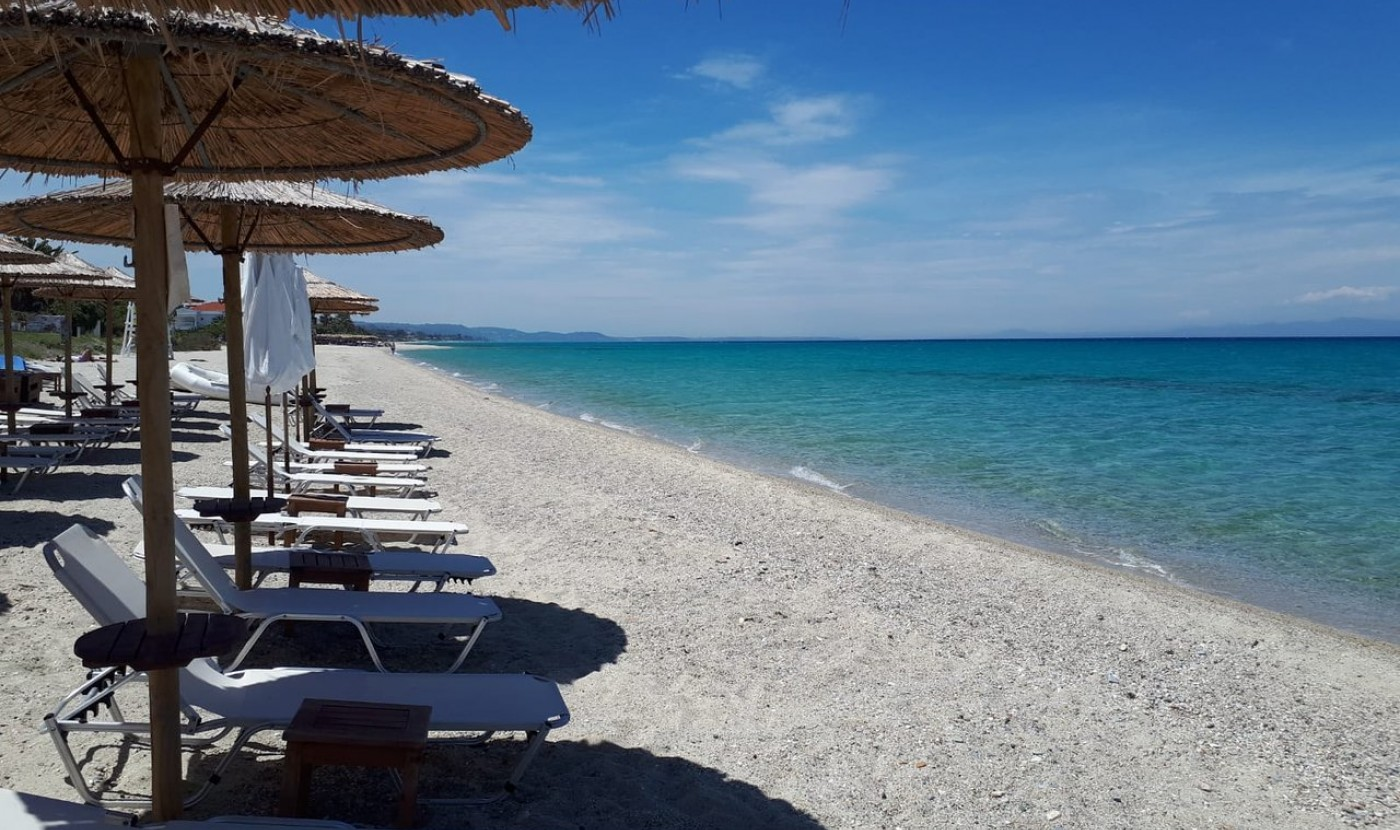 Discover the best beach bars of Pefkohori and Kassandra from Apartment Chalkidiki